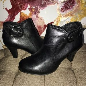 New 7.5 Naturalizer Leather Black Buckle Booties
